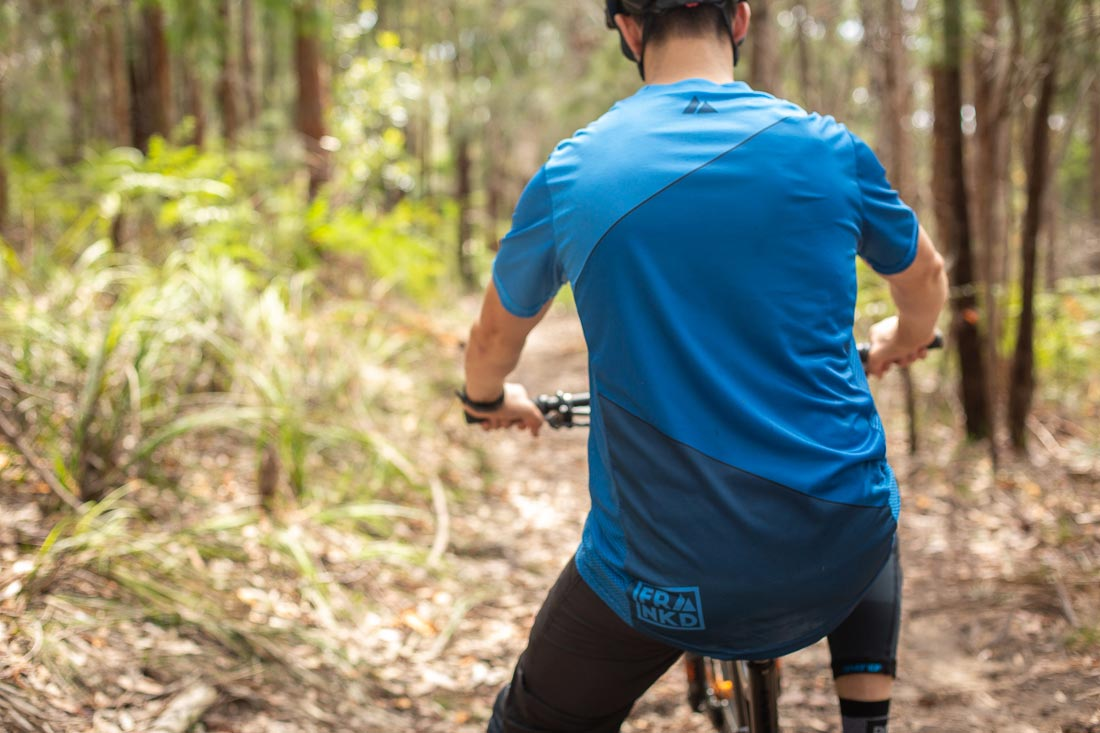The Men's Blue Wheeler jersey with the extended rear section. Photo: ©Richard McGibbon