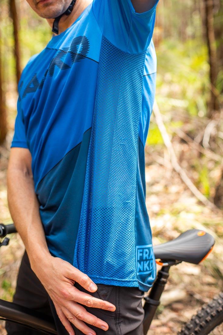 Full mesh panel on the Men's Blue Wheeler jersey. Photo: ©Richard McGibbon